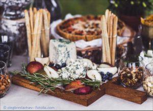 Das passende Catering und den professionellen Lieferservice zur Hochzeit finden - #118233209 | © olegbreslavtsev - Fotolia.com